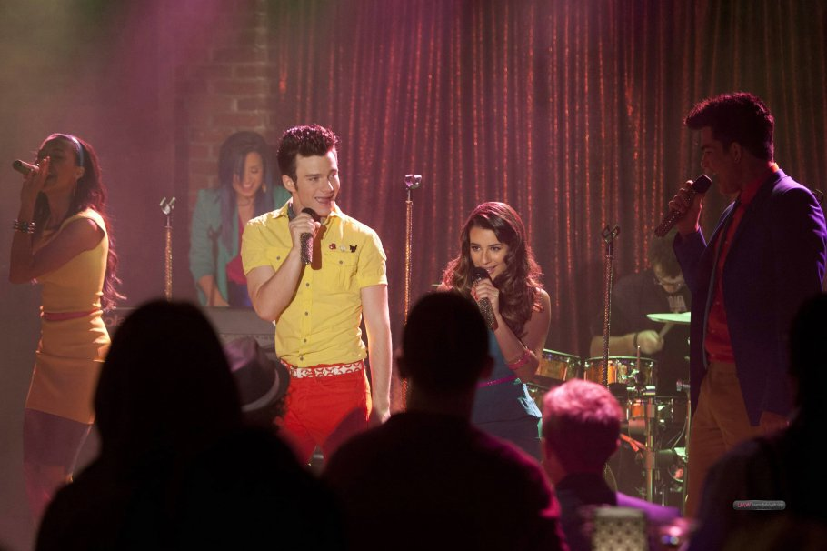 Pamela Lansbury performs 'Into The Groove' on Glee's Puppet Master