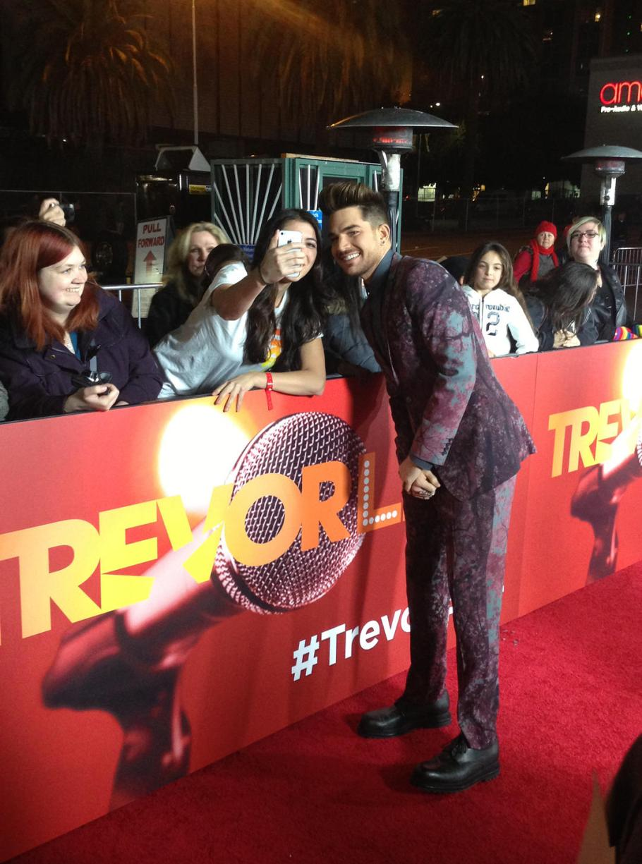 Adam Lambert stops to take pics with fans - Photo via Yahoo Music