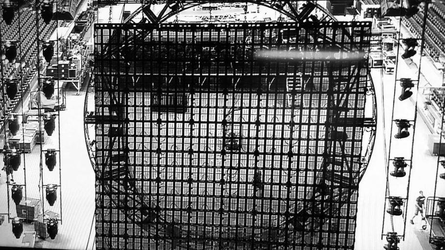 Behind the grid #QueenAdamLambert #Calgary #Scotiabanksaddledome  ~ @SergeTnr